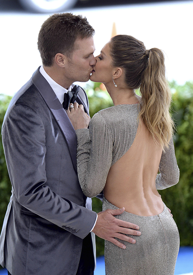 Photo by: DP/AAD/STAR MAX/IPx 1/5/21 Tom Brady and Gisele Bundchen unload Tribeca condo for $37 million as even celebrities flee Manhattan. STAR MAX File Photo: 5/1/17 Tom Brady and Gisele Bundchen at the 2017 Costume Institute Gala -