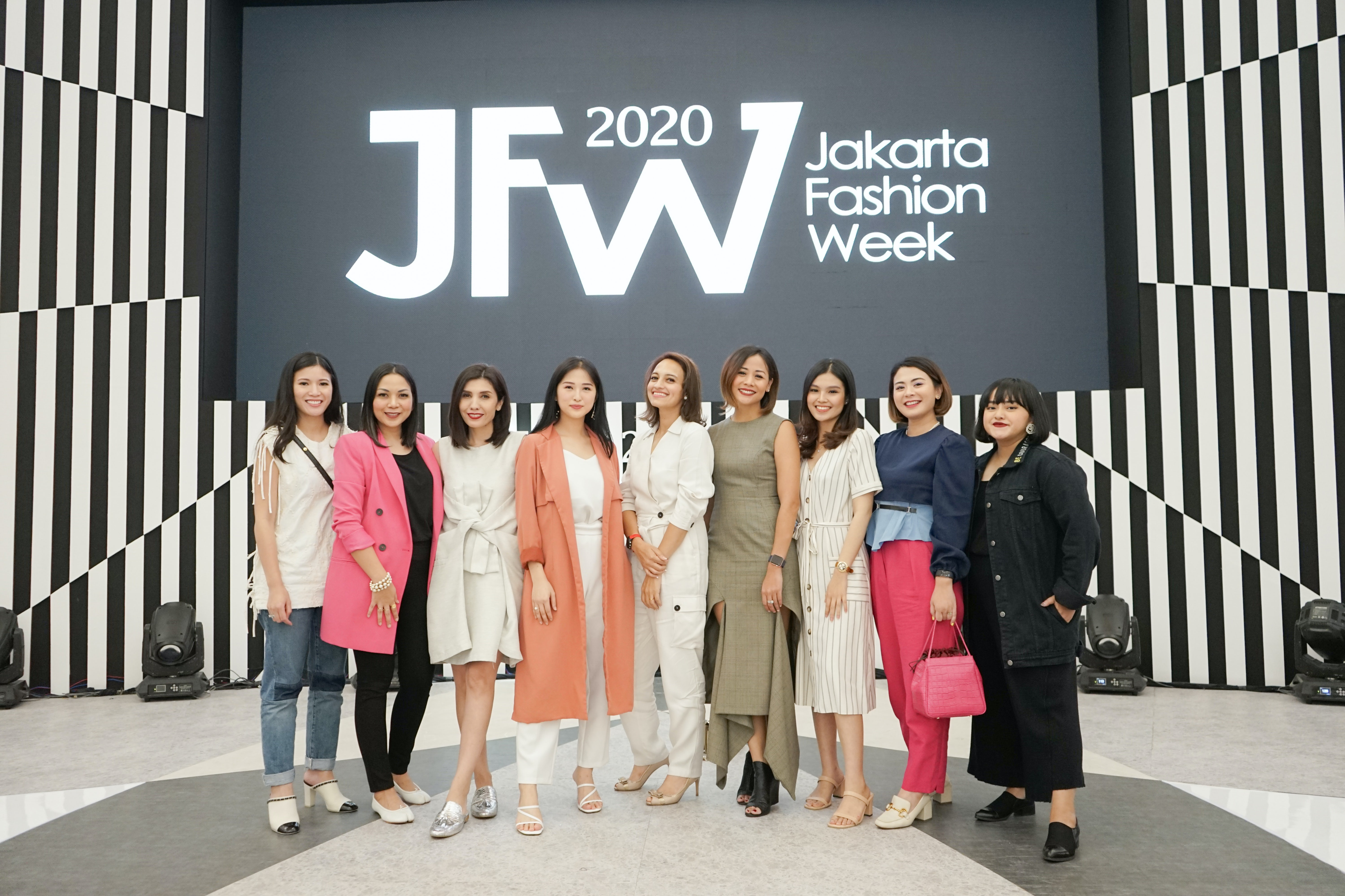 Tinkerlust was a participant of the Jakarta Fashion Week 2020 upcycling unsold second-hand products. Tinkerlust.