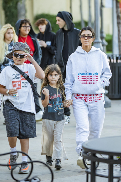 Calabasas, CA - *EXCLUSIVE* - Kourtney Kardashian takes the kids on a sweet treat date with Travis Barker. The duo look casual as the two families are seen leaving the ice cream parlor together.Pictured: Kourtney Kardashian, Travis BarkerBACKGRID USA 2 DECEMBER 2018 BYLINE MUST READ: IXOLA / BACKGRIDUSA: +1 310 798 9111 / usasales@backgrid.comUK: +44 208 344 2007 / uksales@backgrid.com*UK Clients - Pictures Containing ChildrenPlease Pixelate Face Prior To Publication*
